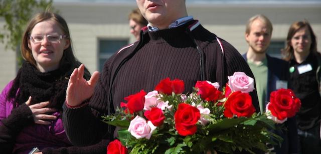 Heikki ja Laura veivät Marskille kukkia